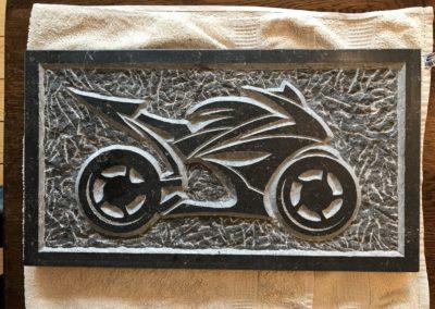 Racemotor, Belgisch hardsteen, 28 x 28x 2 cm